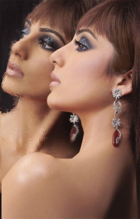 Paki-model-posing-for-diamonds