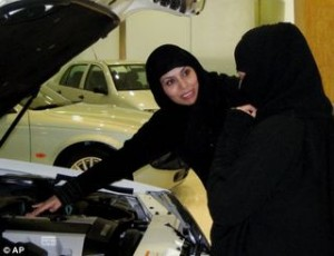 saudi-women-breastfeeding-men-drivers