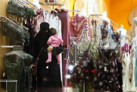Saudi-woman-breastfeed
