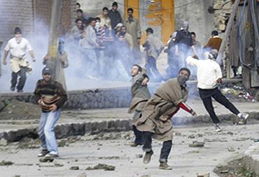 kashmiri_protestors_rampage