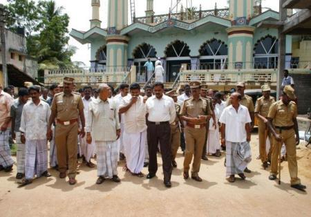 Clash over Ramzan Taraweeh night prayers 2010