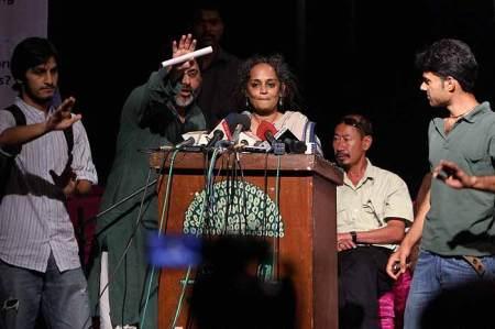 Arundhati-Roy-SAR.Jilani-2010