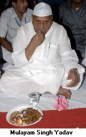 mulayam-singh-yadavs-iftar-diplomacy-muslims