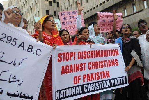 Christian-activists-shout-slogans-in-support-of-Rimsha-Masih-via-AFP