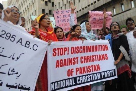 Christian-activists-shout-slogans-in-support-of-Rimsha-Masih-via-AFP