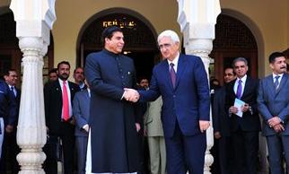 Raja Parvez Ashraf shook hands with Khushid