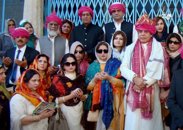 Raja Parvez Ashraf with his family at the shrine of Khwaja Moinuddin Chisht