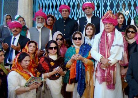 Raja Parvez Ashraf with his family at the shrine of Khwaja Moinuddin Chisht