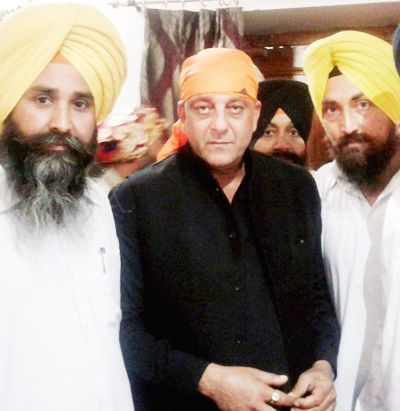 Sanjay-Dutt-after-paying-obeisance-at-Golden-Temple-in-Amritsar