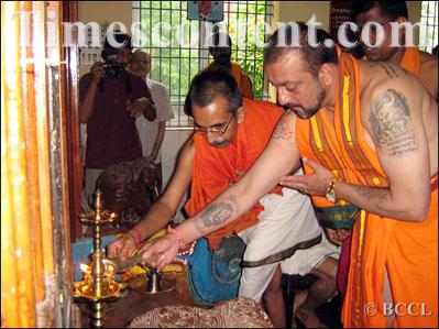 Sanjay Dutt worshipping in a Karnataka temple