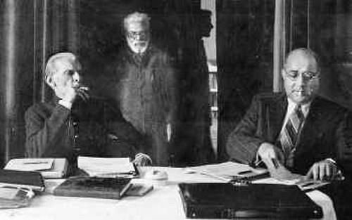 quaid-e-azam-and-liaquat-ali-khan-was-the-prime-minister-smoking
