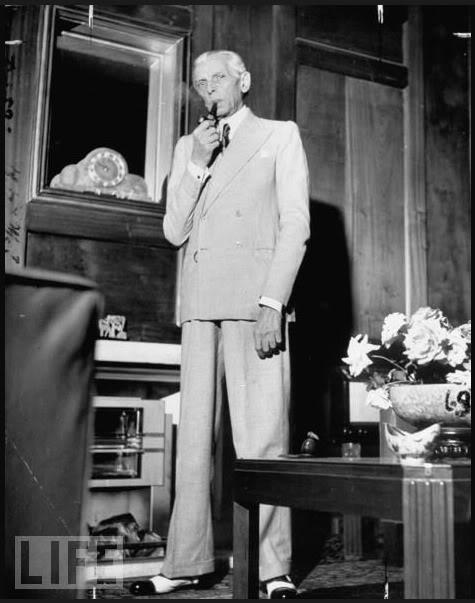 Jinnah smoking pipe