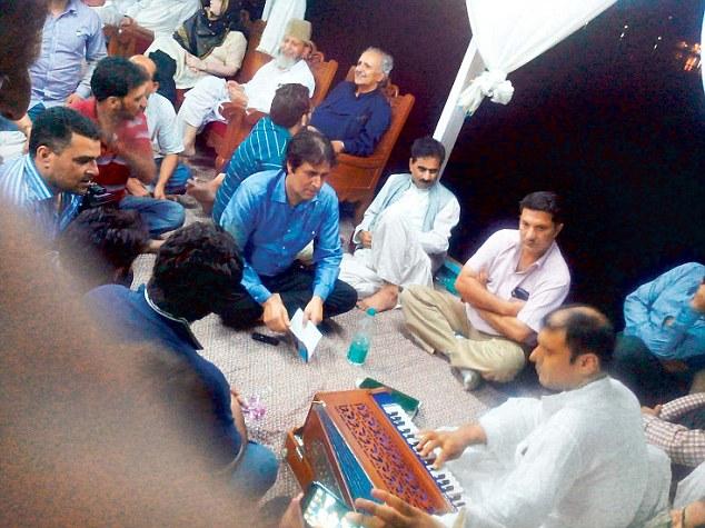 Kashmir state Mufti enjoying music with instruments