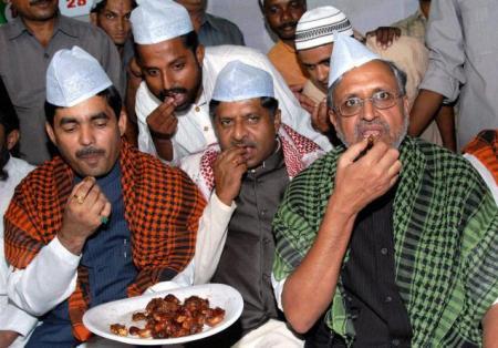 BJP Shahnawaz Hussain, Ravi Shankar Prasad, Sushil Kumar Modi at an Iftar party in Patna