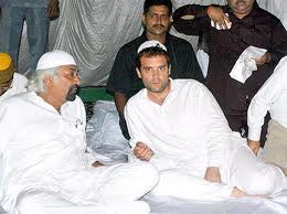 Rahul Sam with Muslim kullas