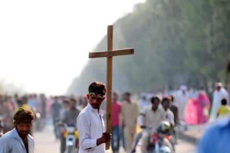 https://islamindia.files.wordpress.com/2014/01/protests-against-blasphemy-law-violators-in-pakistan.jpg