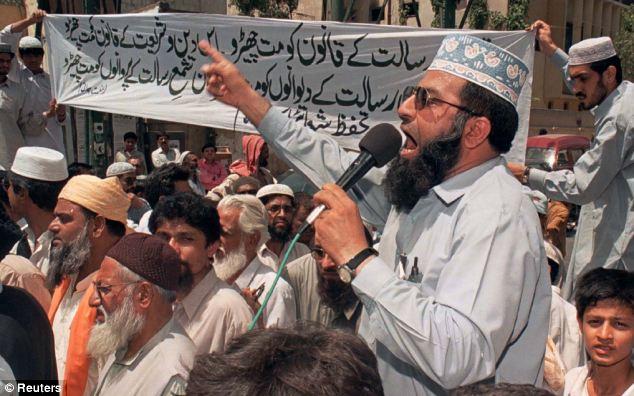 https://islamindia.files.wordpress.com/2014/01/protests-against-blasphemy-law-violators-in-pakistan.jpg