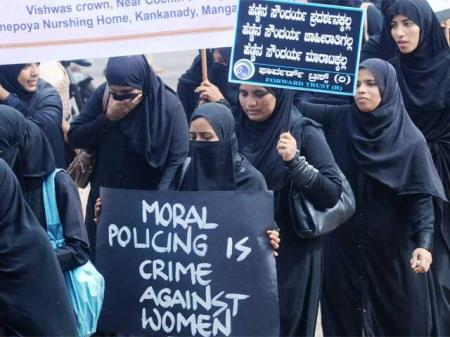 Muslim women-out-on-streets-against-moral-policing