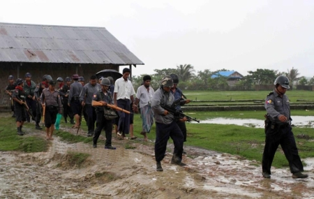 Burmese army arrested three Rohingya with Bangladeshi mobiles