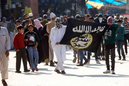 Protesters hold ISIS flag in Srinagar-TOI photo by Bilal Bahadur- October 2014