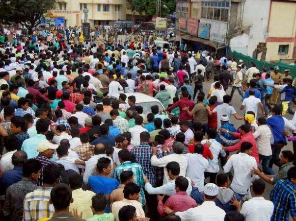 lash-over-tipu-sultan-jayanti-celebrations-இரு குழுக்கள் மோதல்