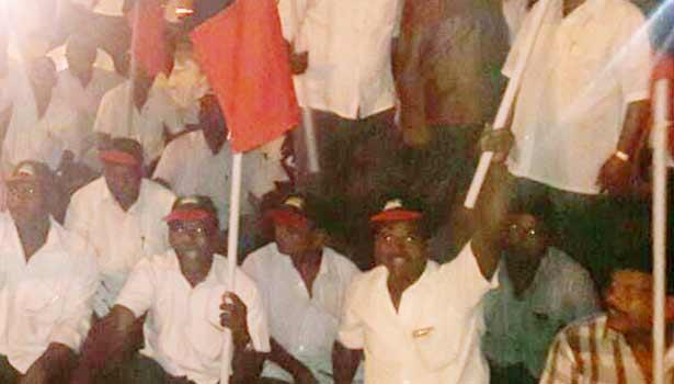 16-04-2016 னிக்ஹ்ட் Taking-the-opposition-coalition-dmk-protest-in-vaniyambadi