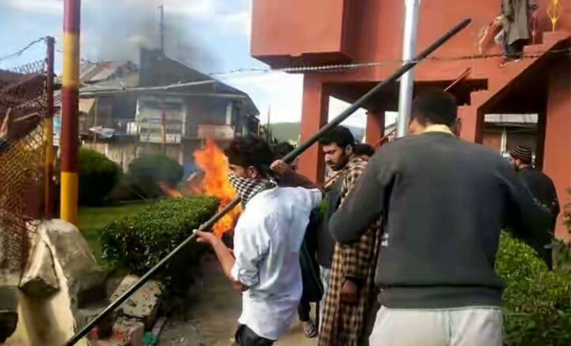 Army attacked by the JK youth 12-04-2016