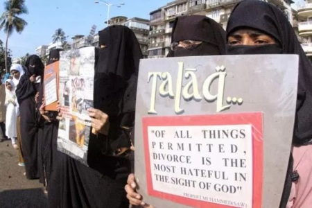 Muslim women oppose , PROTEST talaq etc