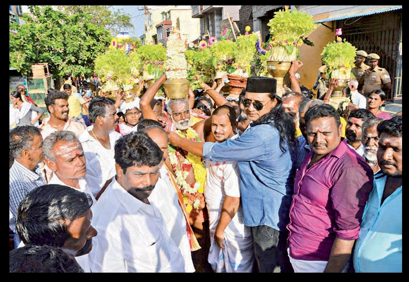 Muslims received Hindus with garlands - August 2017-Ramanathapuram Daily Thanthi