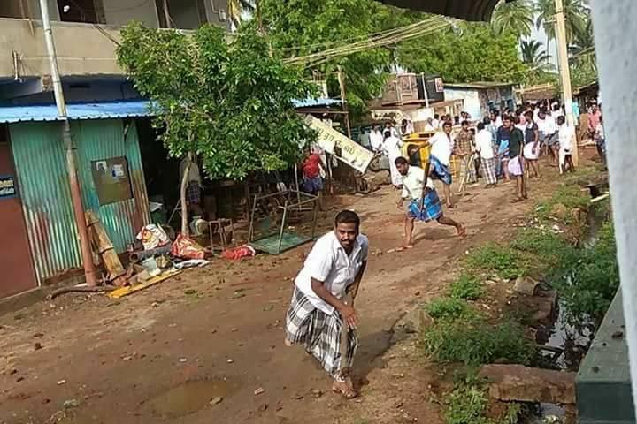 Periyakulam, Muslims attack Hindu houses-2