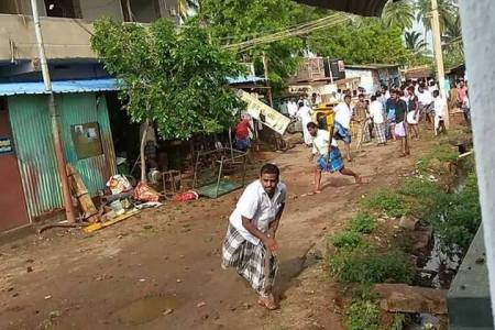 Periyakulam, Muslims attack Hindu houses-2