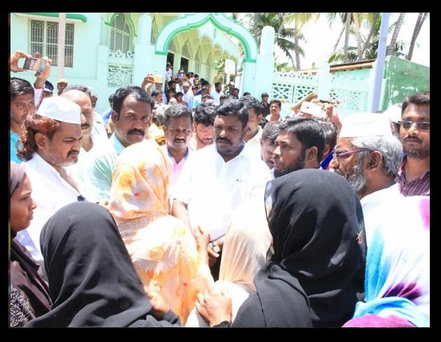 Tiruma meets affected Muslims-at Bomminaicketpatti 12-05-2018