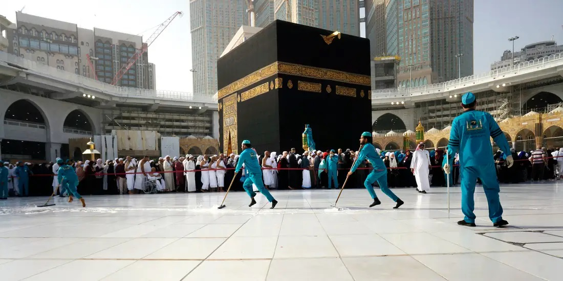 cleaning Kaba in Mecca-4