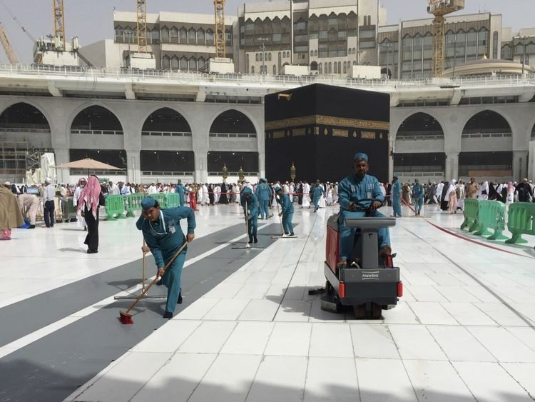 Cleaning Kaba in Mecca-5